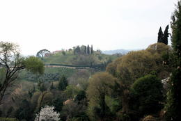 Lunch stop in the village of Asolo , Saysha - April 2012