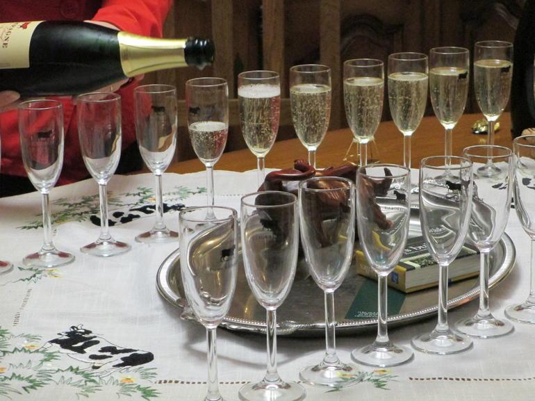 Champagne Pierre LeBeouf a Ay - Paris