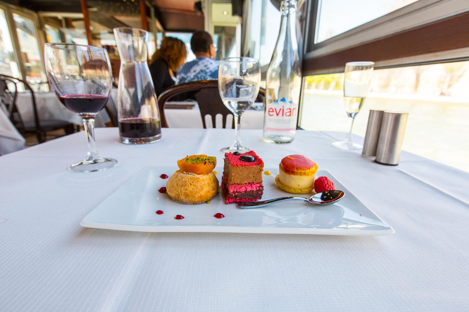 MÁS FOTOS, Exclusive: 3 Course Dinner Cruise with Champagne at Paris Seine
