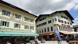 Es un pueblo precios, típico de los Alpes , Maria R P - June 2016