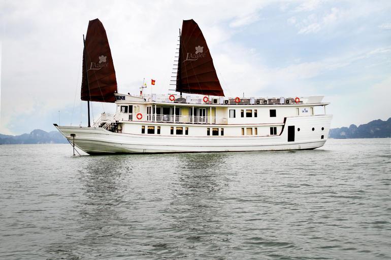 Junk boat - Hanoi