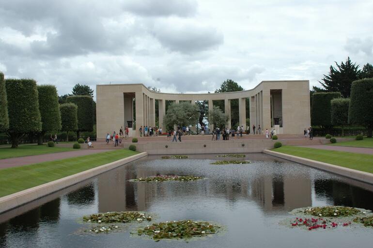 Cemetery Memorial - Paris