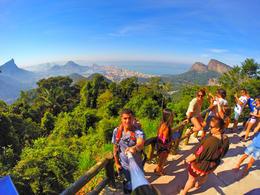 La gente de la misma camioneta disfrutando de la vista de Rio de Janeiro. , j.labradorc - July 2014