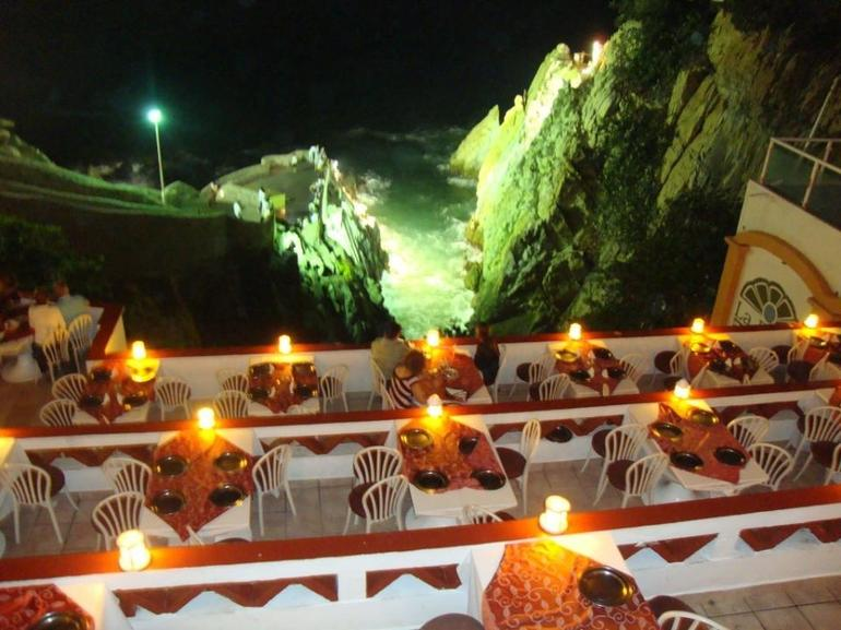 Restaurant and cliffs - Acapulco