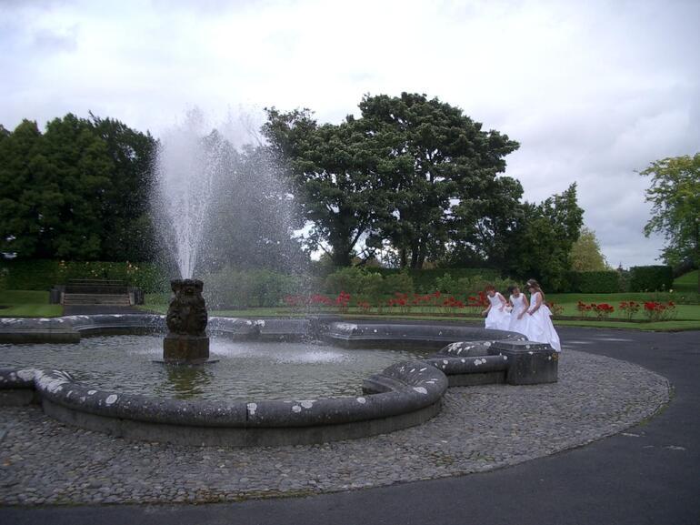 Kilkenny Castle with flower girls - Dublin