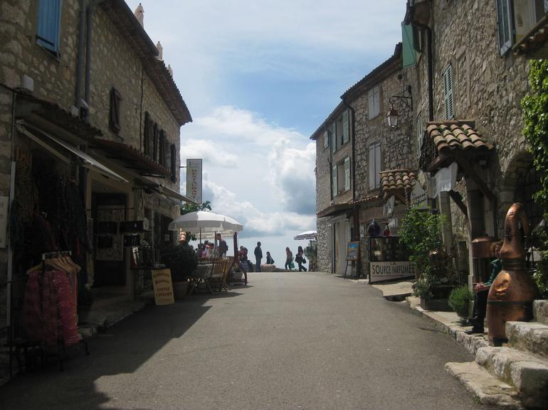 Main street in Gordon - Nice