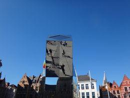 LAP en el reflejo de una escultura en Brujas , Luis Alberto P - October 2015