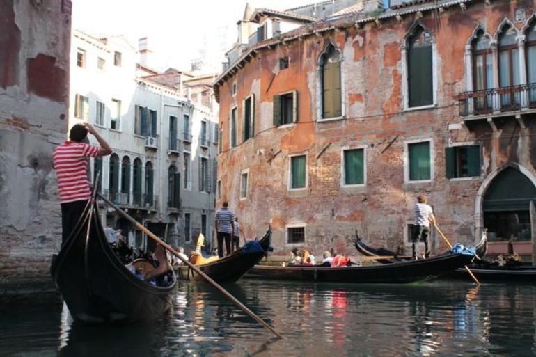 Gondola traffic jam - Venice