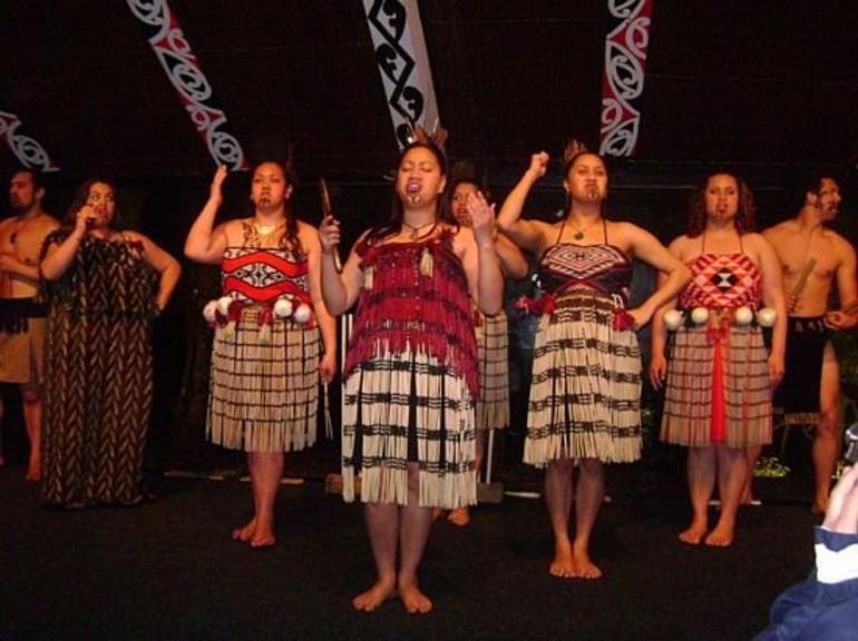 tamaki-maori-village preformance.jpg - Rotorua