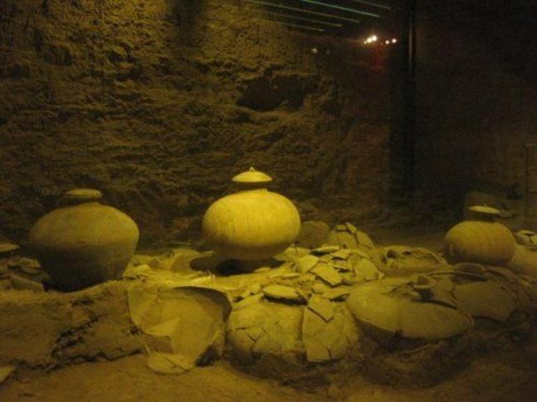 Tomb of Emperor Jingdi - Xian