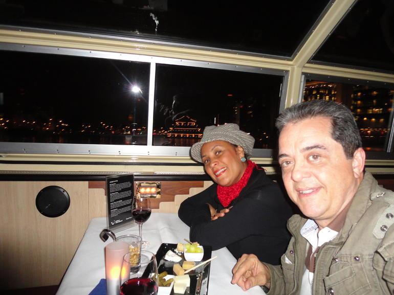 No barco à noite em Amsterdam - Amsterdam