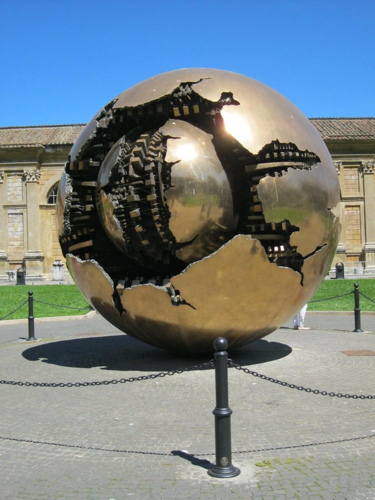 Sculpture de l'entr�e des jardins du vativan - Rome