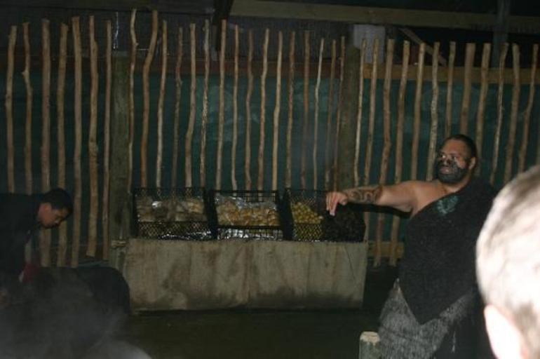 tamaki-maori-village performance 2.jpg - Rotorua