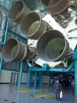Los 5 motores F1 del primer tramo del Saturno 5 , Daniel V - November 2017