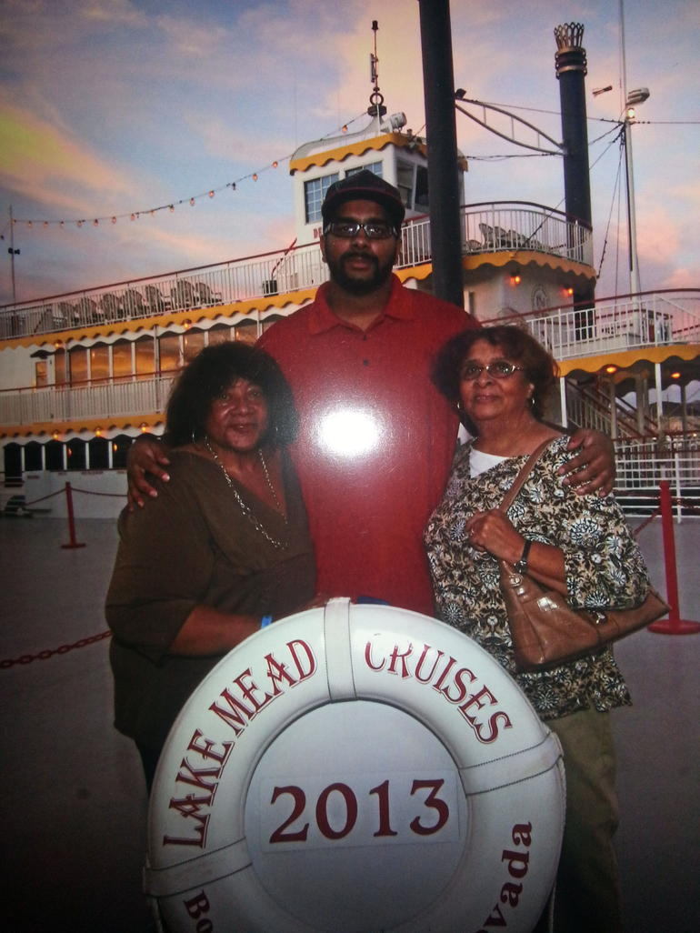 The Family in front of the boat - Las Vegas