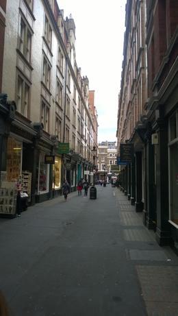 Diese Straße ist das mögliche Vorbild für die Winkelgasse. , Astrid T - September 2014