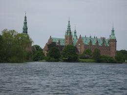 This is Fredericksborg Castle In Copenhagen., Suma M - June 2010