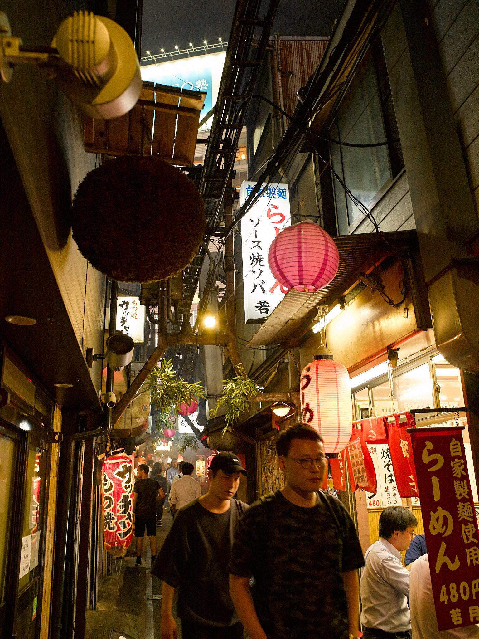 MÁS FOTOS, Tokyo By Night