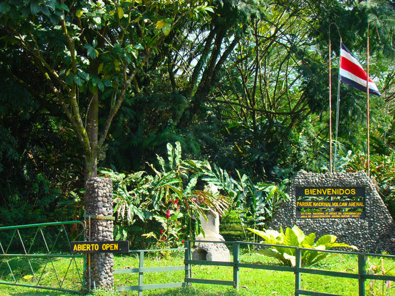 arenal-volcano-national-park-entrance - La Fortuna