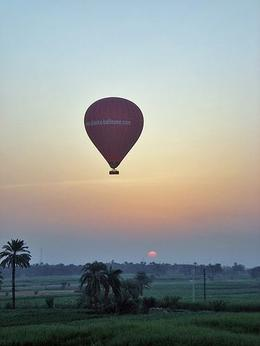 So beautiful to see the sunrise from a balloon, very peaceful - October 2008