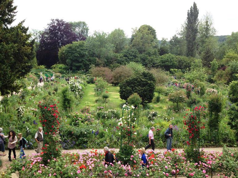 Impressionist Art Tour: Musée de l'Orangerie, Monet's Gardens and Giverny - Paris
