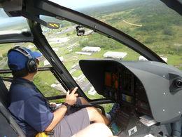 1 Stunde Hubschrauber Tour Region: Hilo mit Vulkan und Wasserfälle. Pilot war top. , Bruno M - October 2015