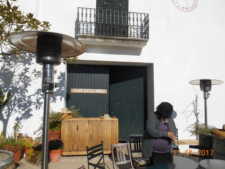 Wine and Cava Tour with Tapas from Barcelona
