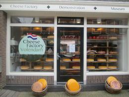 Visite d'une fabrique de fromages et quelques explications à propos de la fabrication , Pierre V - May 2014