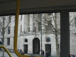 voici un exemple d'endroit historique de la ville:le balcon de l'embassade où Nelson Mendela prononça sont premier discourt en tant comme libre aprés sa libération. , jean-luc - March 2013