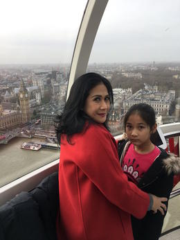 Enjoying beautiful London view with my daughter from London Eye capsule , Meilia E S - January 2017