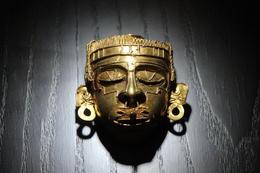 Gold mask inside the museum., Bandit - November 2013