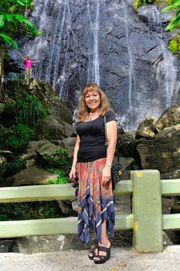 Elizabeth disfrutando del paseo en El Yunque, Puerto Rico. , Rogelio A L - November 2013
