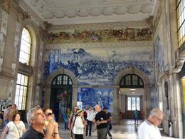 A estação é linda!!! A decoração é toda em azulejo - belíssima!!! , Christiane M - October 2014