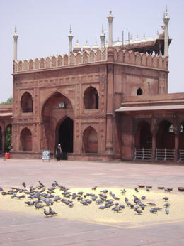The south gate (entrance) to the Delhi Mosque. 11% of the population in Delhi is Muslim , Balti-most - May 2011