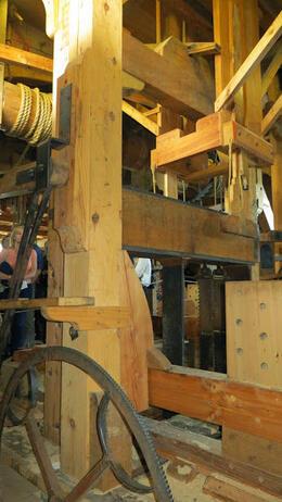 El molino de madera por dentro (entrada a pagar alli, 3 euros y medio) , Zappy - July 2014