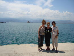3 female friends traveling to Athenes , BELLA C - July 2014