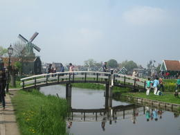 On se dirige vers les moulins de Zaanse Schans, et l'on rentrera même dans l'un d'entre eux , Pierre V - May 2014