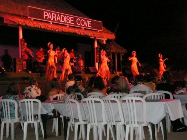 Paradise Cove Luau Dancers - Oahu