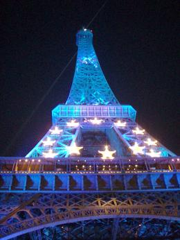 This photo was taken during the night tour of the Eiffel Tower sparkling - October 2008