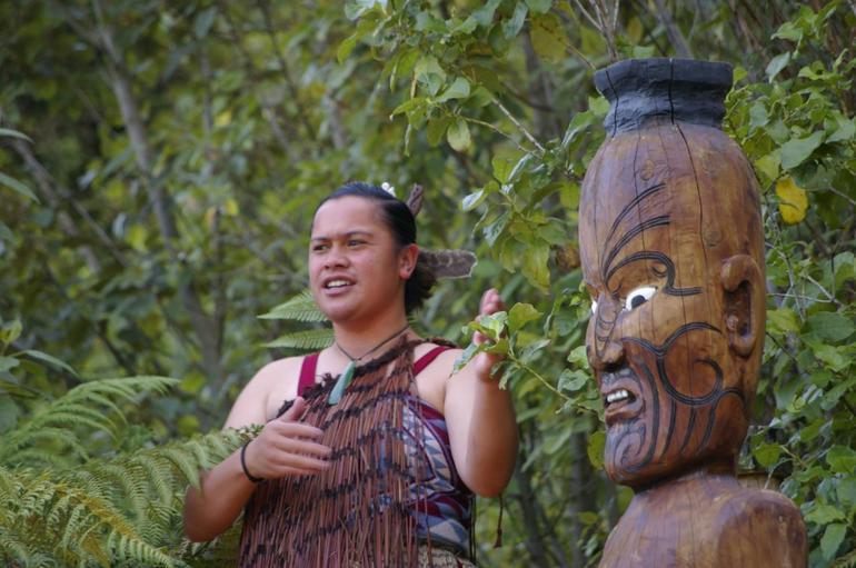 Singer - Rotorua
