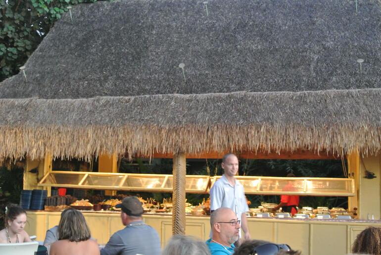 The buffet - Maui