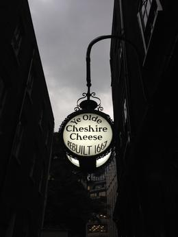 One of my favourite stops on the tour. Ye Olde Cheshire Cheese is one of the city's oldest pubs., emmaknock - October 2016
