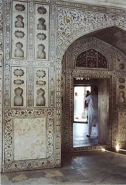 Beautiful wall designs inside the Taj Mahal - August 2012
