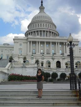 That's me in front of the impressive Capitol, in one of your beautiful summer afternoons, which was the day of my tour. , vilma c - September 2012