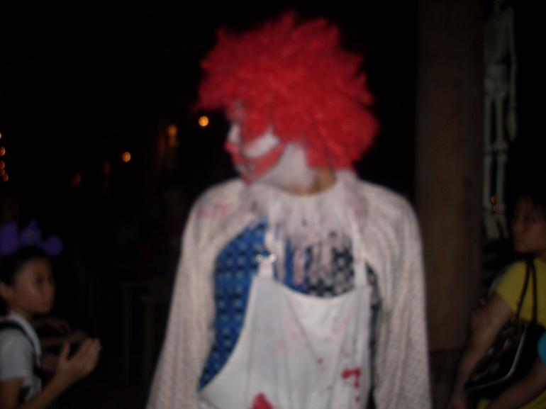 Wandering halloween clown - Singapore