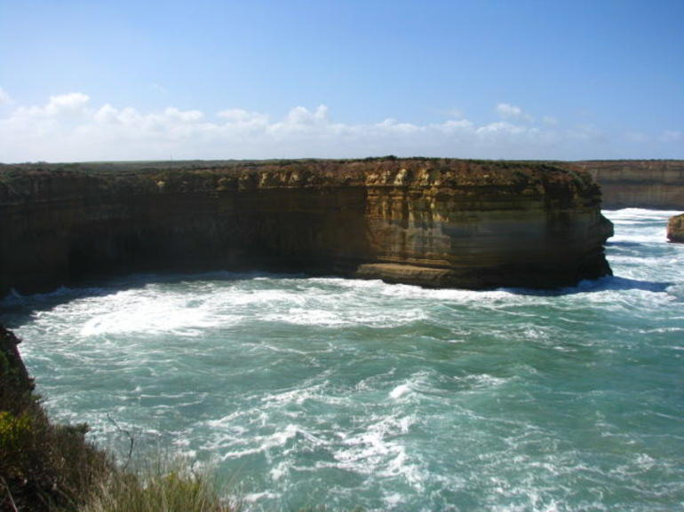 Great Ocean Road Reverse Itinerary with 12 Apostles and Lunch from Melbourne