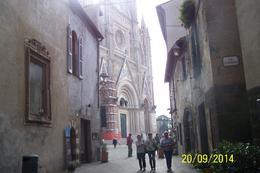 Orvieto es un lugar en donde se dio uno de los primeros milagros Eucarísticos, si eres católico, te va a encantar visitarlo, dentro de la iglesia se conserva la reliquia, en un lugar..., Gloria R - October 2014