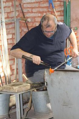 l'artisan verrier fabrique un petit cheval ! beaucoup de talent et une rapidité d'exécution exceptionnelle , marianne453 - March 2013