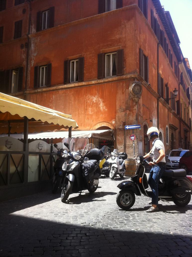 Rome Vespa Tour: Off the Beaten Path - Rome