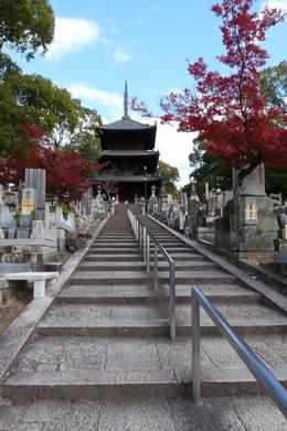 Oberhelb des Okazaki Shrine befindet sich diese komplexe Anlage mit schöner Aussicht. , Susann K - December 2013
